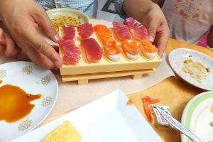 「とびだせ!おすし」で飛び出したお寿司