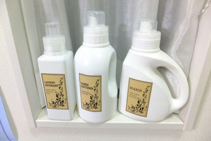 比較 各社のホワイトボトル 洗濯洗剤 モノトーンラベル