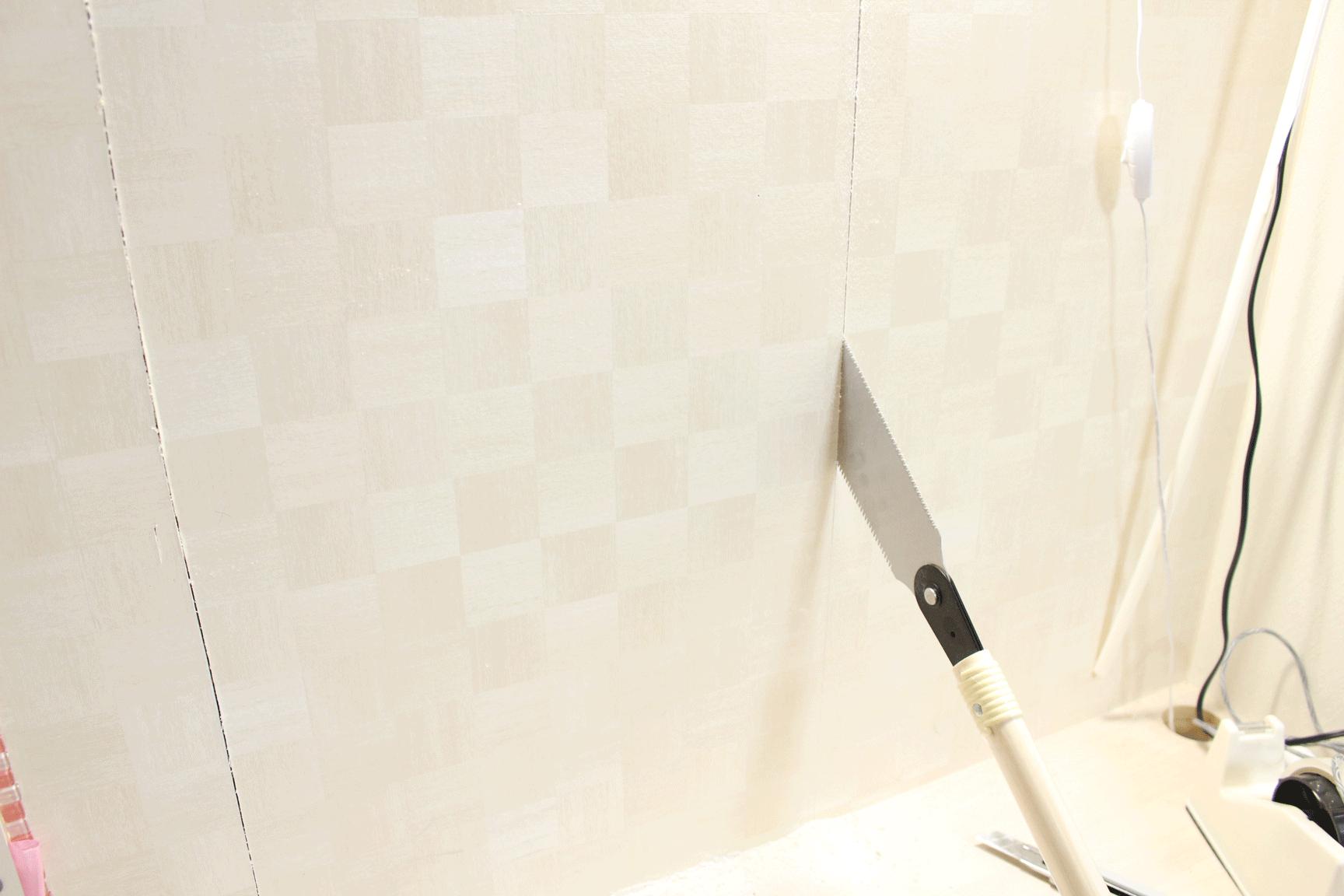 壁,石膏ボード,のこぎり,穴を開ける,