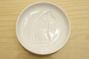 動物の柄が浮き出る醤油皿,犬,イヌ,かわいい,ほっこり,食器,チャイナ,陶器,お刺身